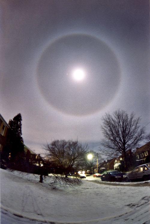 Un halo autour de la Lune