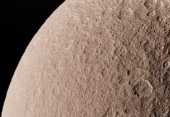 Rhéa: la deuxième plus grande lune de Saturne