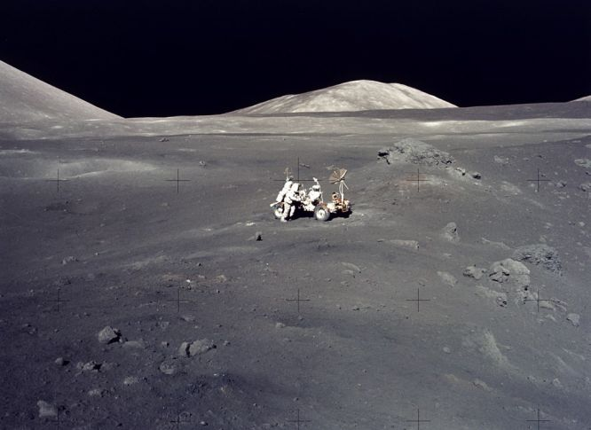 Apollo 17 : un paysage lunaire d\'une somptueuse désolation
