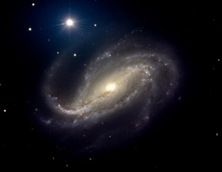 NGC 613, spirale de poussières et de gaz