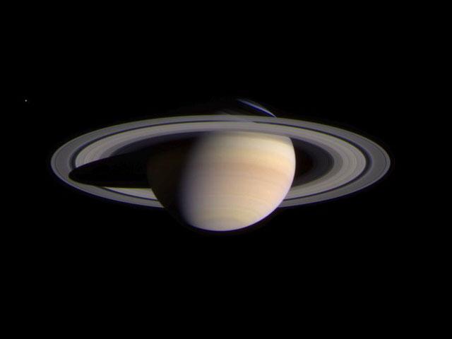 Cassini s\'approche de Saturne