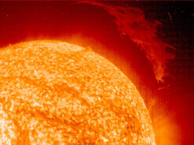 Une grande protubérance solaire par SOHO