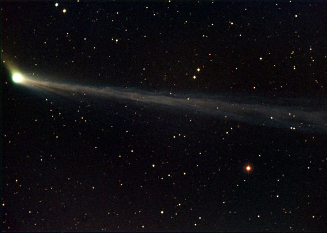 La comète C2002T7 (LINEAR)