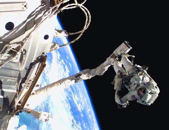 Un astronaute en plein travail