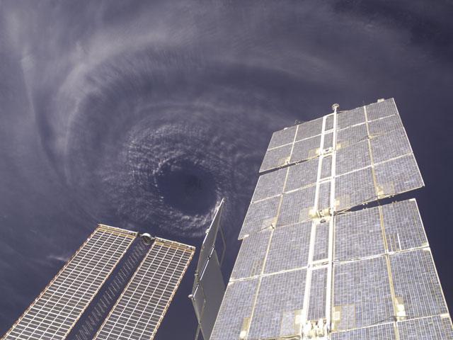 A la verticale de l\'oeil du cyclone Ivan