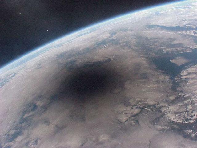 Une éclipse vue d\'en haut