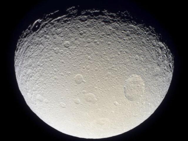 Thétis, la Lune de Saturne, par Cassini