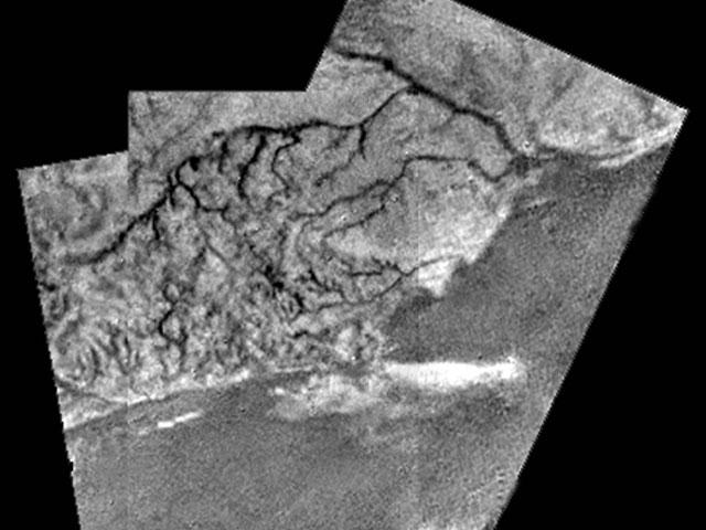 Des lits de rivière et des lits de lacs découverts sur Titan