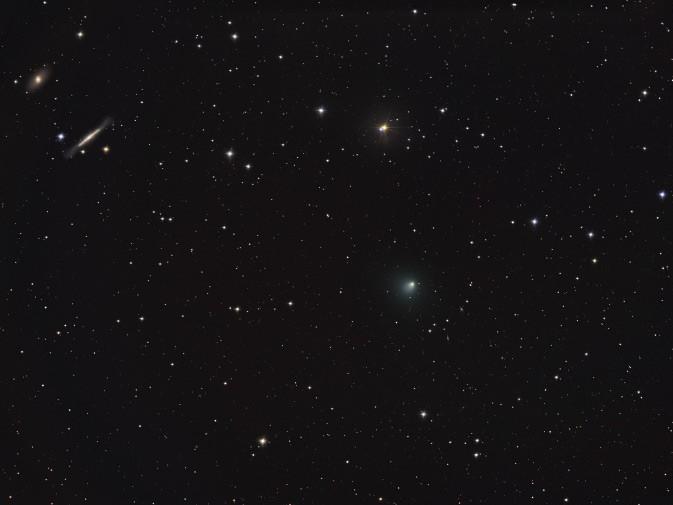 Des étoiles, des galaxies et la comète Tempel 1