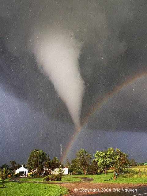 Tornade et arc-en-ciel sur le Kansas