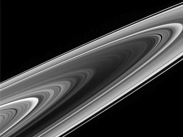 Les anneaux de Saturne vus de l\'autre côté
