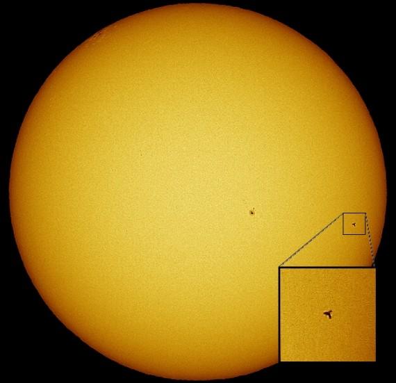ISS et Discovery transitent devant le Soleil