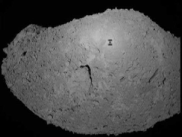 L\'ombre d\'un robot sur l\'astéroïde Itokawa