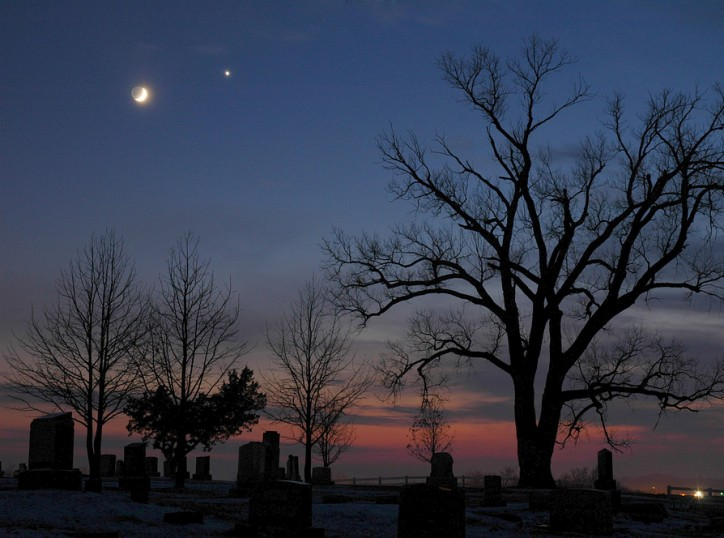 La Lune de décembre rencontre l\'étoile du Berger
