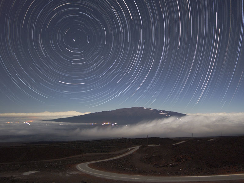 Filé d\'étoiles au-dessus du Maunea Kea