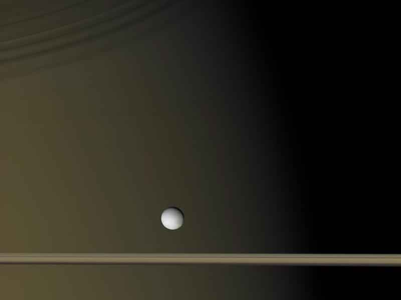 Encelade près de Saturne
