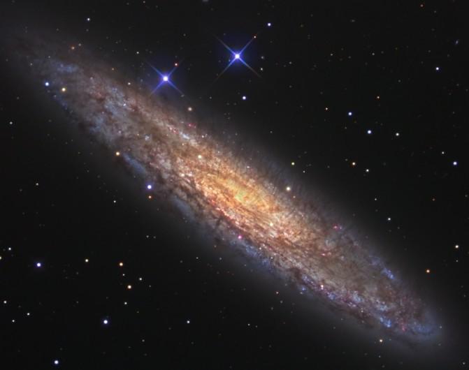 NGC 253 : Un univers-île poussiéreux