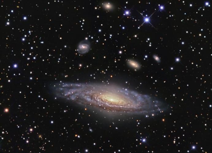 NGC 7331 et au-delà