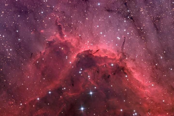 NGC 5067, gros plan sur une nébuleuse par émission