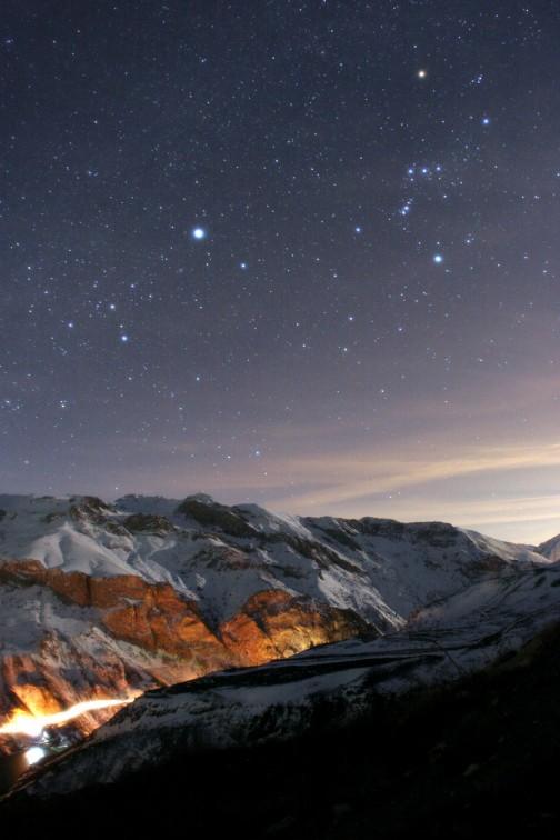 Les montagnes d'Alborz au clair de Lune