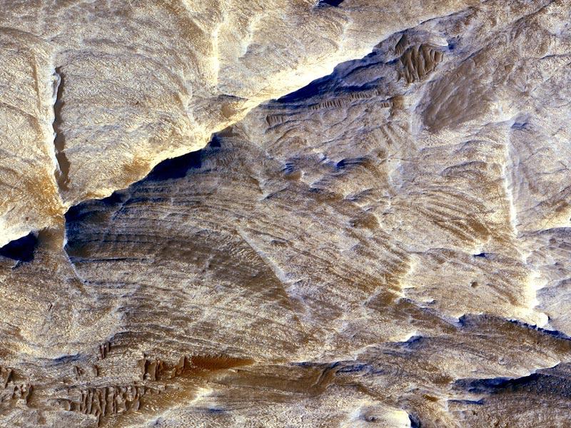 Crêtes blanches sur Mars