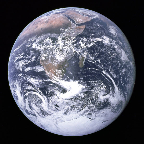 Bienvenue sur la planète Terre - La planète Terre, troisième planète en partant du Soleil, est composée de majoritairement de roches, sa surface étant aux trois-quarts couverte d\'eau
