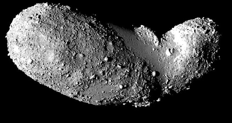Les parties lisses de l'astéroïde Itokawa
