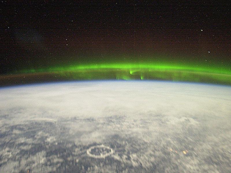 Aurore polaire vue depuis l\'espace