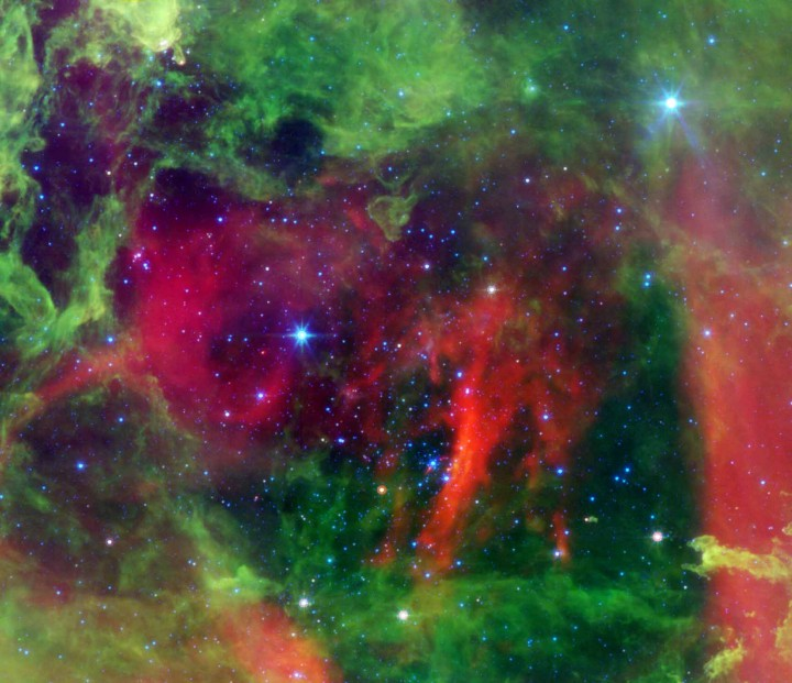 Chaudes étoiles dans la nébuleuse de la Rosette