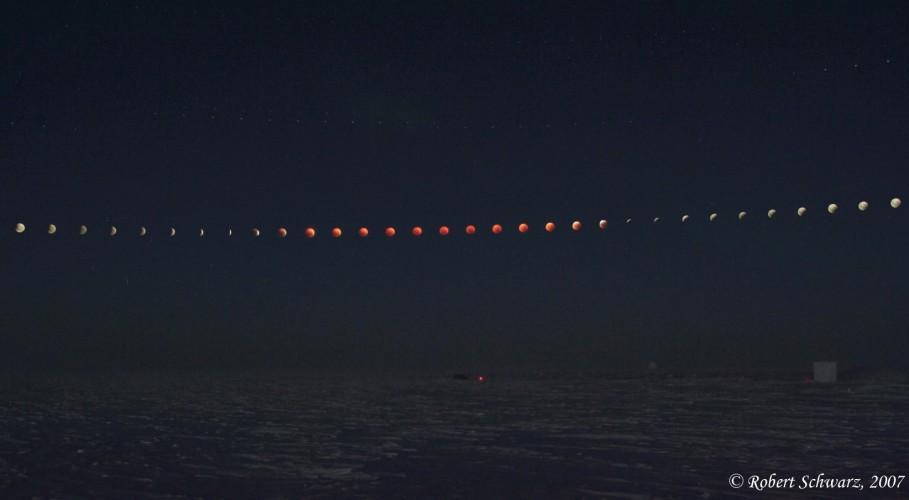 Eclipse de Lune au Pôle Sud