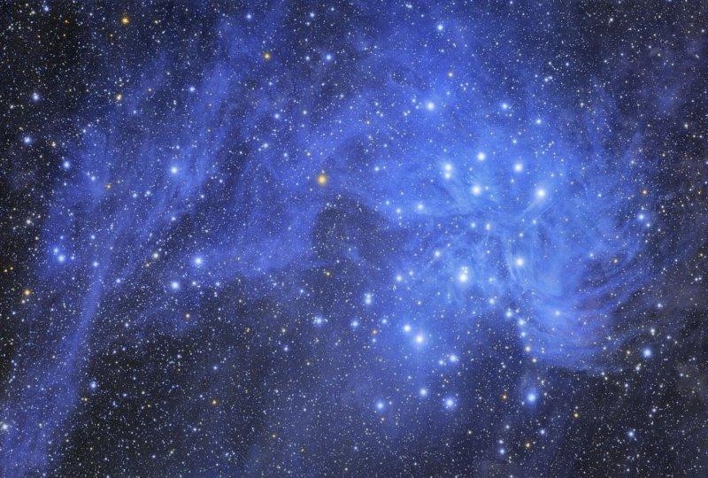 Pléiades et poussières d\'étoiles