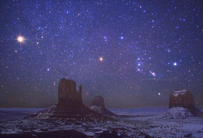 Mars et Orion au-dessus de Monument Valley