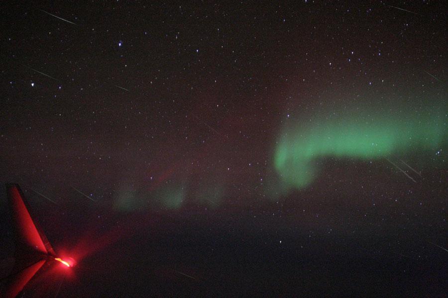 Les météores des Quadrantides et une aurore vues d\'avion