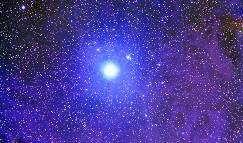 La nébuleuse de poussières de l\'étoile polaire.
