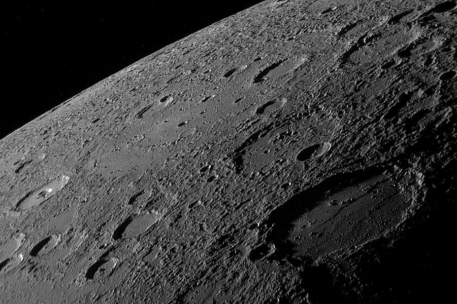 L\'horizon de Mercure vu par Messenger