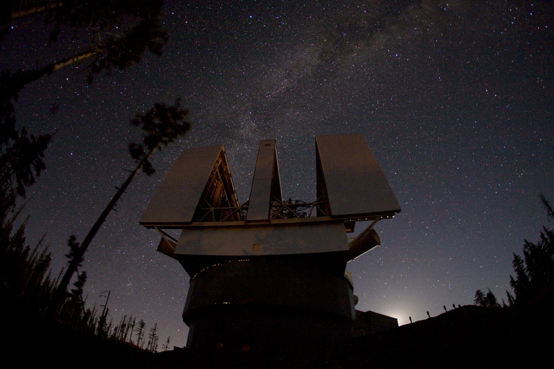Un grand télescope binoculaire