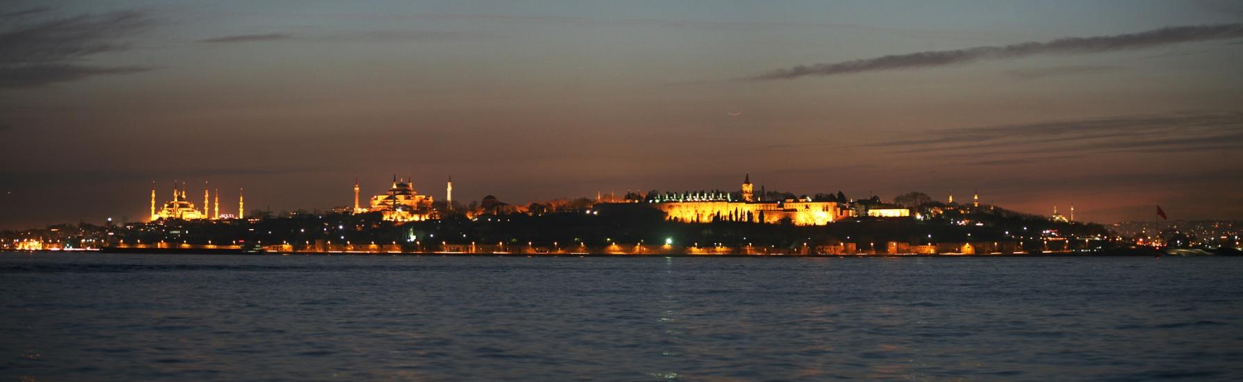 La Lune au-dessus de Byzance