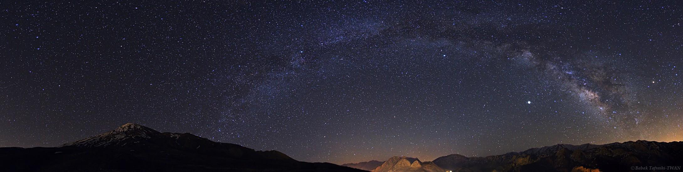 La Voie lactée au-dessus des Monts Alborz