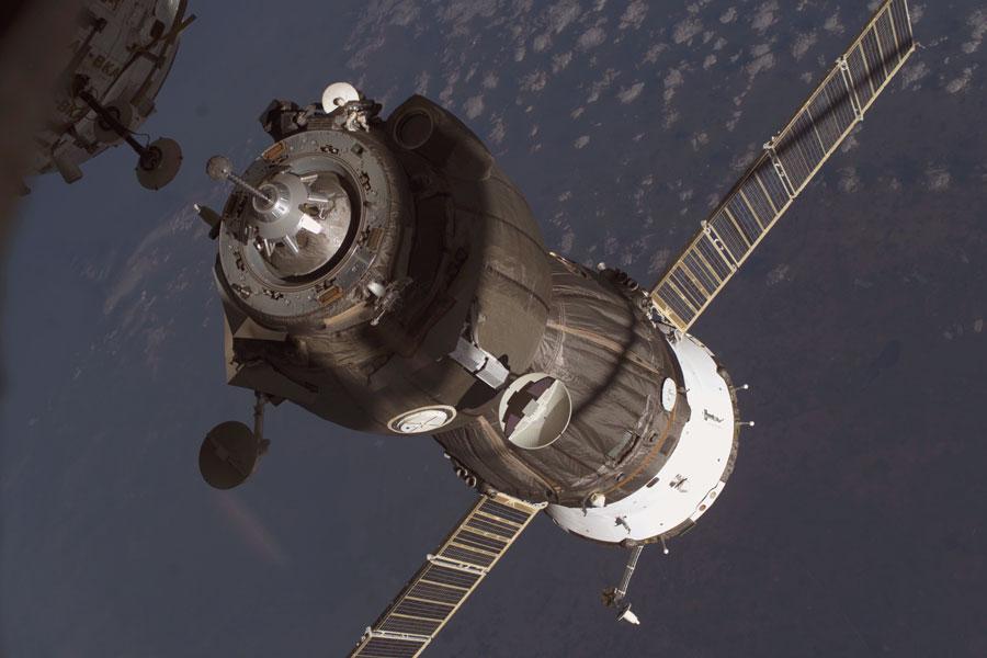 Un vaisseau de ravitaillement s'amarre à la Station Spatiale Internationale