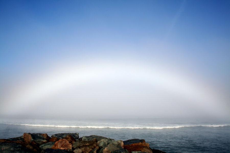 Un arc de brume au-dessus d\'Ocean Beach