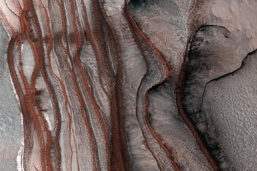 Les falaises rouges de Mars