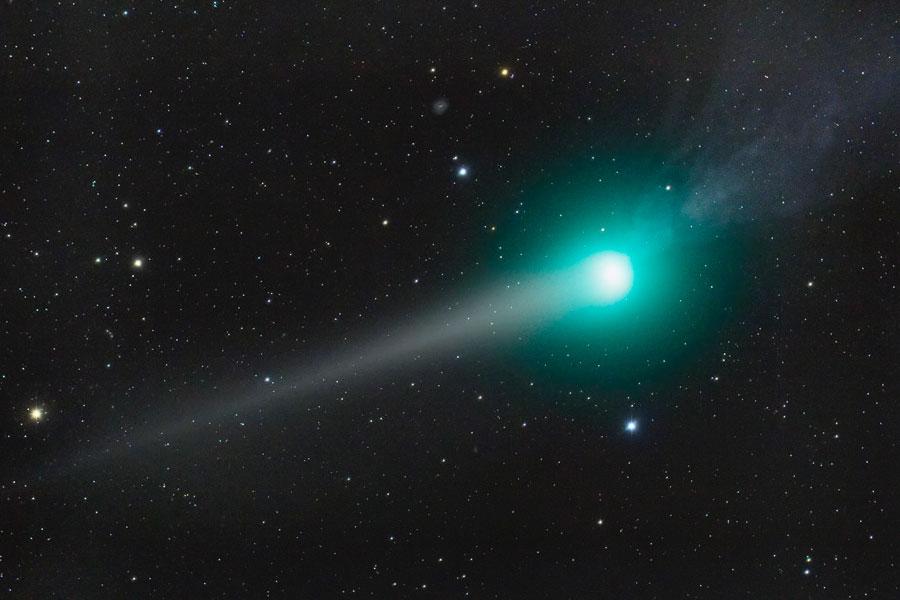 Les deux queues de la comète Lulin