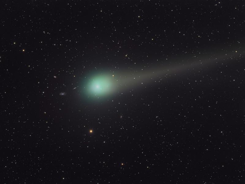 La comète Lulin sur fond de lointaines galaxies