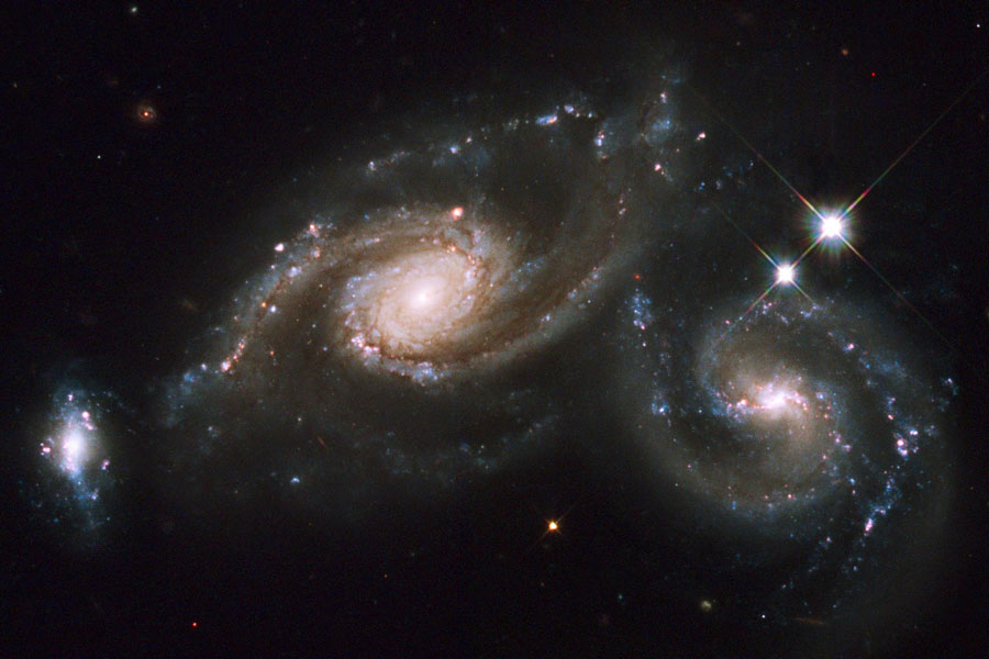 Les galaxies spirales en collision d\'Arp 274