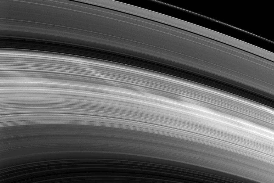 Le disque de Saturne de nouveau rayé