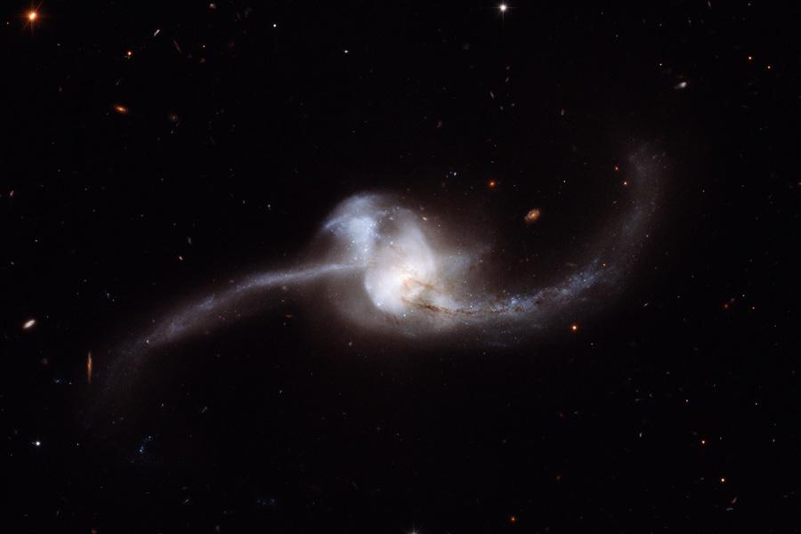 NGC 2623, fusion galactique vue par Hubble