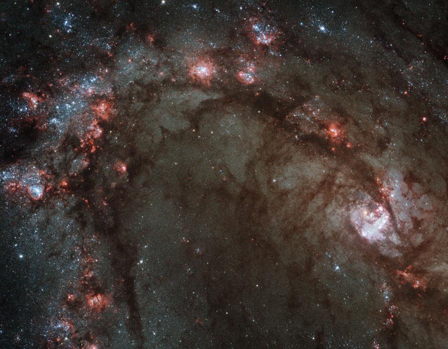 Le centre de M83 vu par un Hubble rajeuni