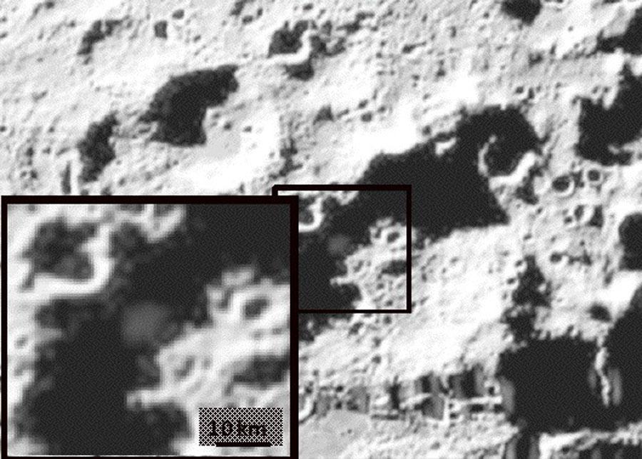 De la glace d\'eau dans l\'ombre de la Lune