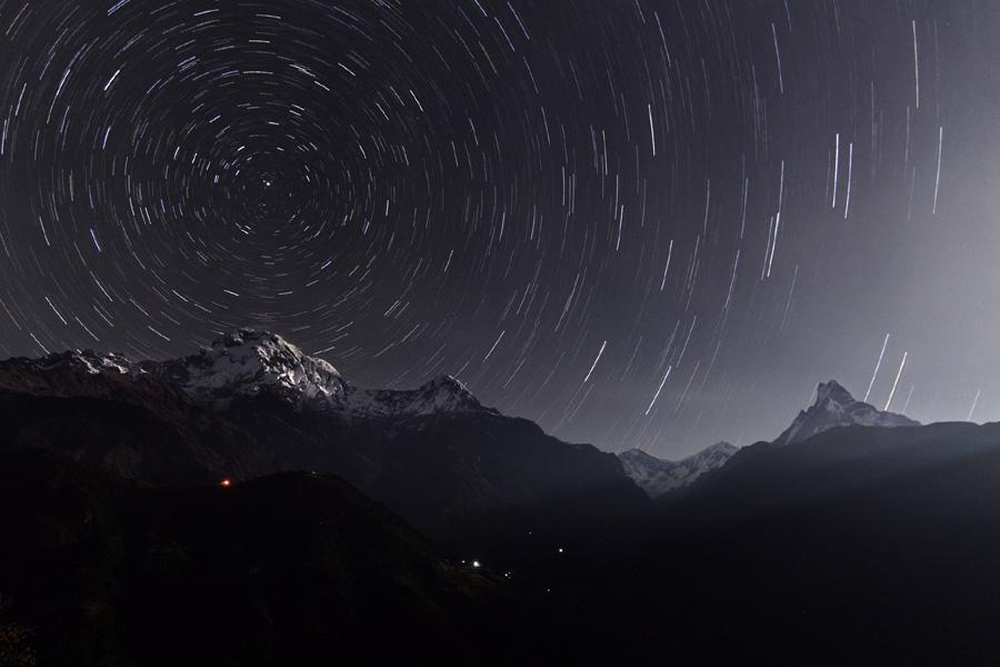 Filé d'étoiles sur l'Annapurna