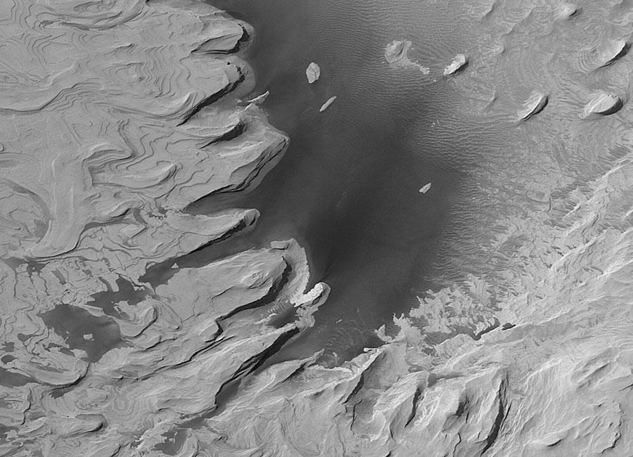 D\'anciennes collines stratifiées sur Mars